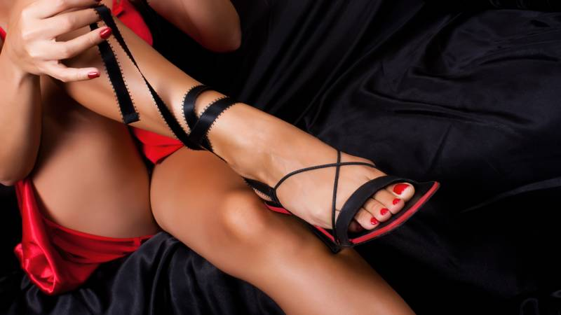 We will give you a complete guide to hiring an escort. We will give you all the advice you need to making sure it is a smooth and easy process.